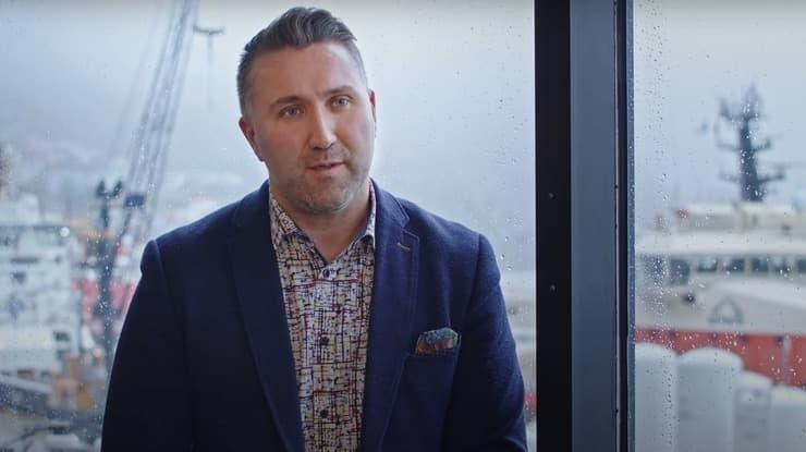 Une photo de Chris Forward dans le cadre d'une entrevue avec Petro-Canada.