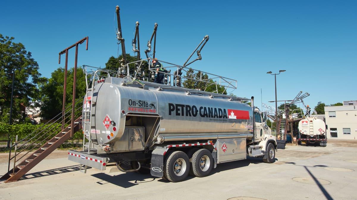 Camion livrant du carburant en vrac